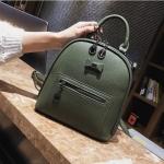 [ พร้อมส่ง Hi-End ] - กระเป๋าเป้แฟชั่น สีเขียวเข้ม ดีไซน์สวยเรียบหรู ดูดีสไตล์แบรนด์ งานหนังคุณภาพดี ช่องเยอะงานสวย