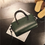 [ พร้อมส่ง ] - กระเป๋าถือ/สะพาย สีเขียวเข้ม ขนาดกระทัดรัด ดีไซน์สวยเรียบหรู ดูดี งานหนังมันเงาสวย คุณภาพดีค่ะ