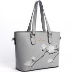 [ Pre-Order ] - กระเป๋าสะพายไหล่แฟชั่น สีเทาสุดหรู ปักลายดอกไม้ตกแต่งน่ารักๆ ทรง Shopping Bag ดีไซน์สวยเรียบหรู ดูดี งานหนังคุณภาพ ช่องใส่ของเยอะ