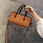 [ พร้อมส่ง ] - กระเป๋าถือ/สะพาย สีน้ำตาล ขนาดกระทัดรัด ดีไซน์สวยเรียบหรู ดูดี งานหนังมันเงาสวย คุณภาพดีค่ะ
