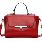 [ พร้อมส่ง ] - กระเป๋าถือ/สะพาย ใบกลางๆ สีแดง ดีไซน์สวยเรียบหรู ดูดี งานหนังมันเงาสวย คุณภาพดีค่ะ