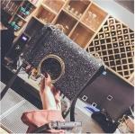 [ พร้อมส่ง ] - กระเป๋าคลัทช์ สะพาย สีเรนโบว์ หนังดำเท่ๆ ดีไซน์สวยหรู ฟรุ้งฟริ้ง วิ้งค์ๆทั้งใบ ขนาดกระทัดรัด งานสวยมากๆค่ะ สำเนา