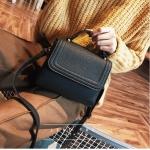 [ พร้อมส่ง ] - กระเป๋าถือ/สะพาย สีดำคลาสสิค ขนาดกระทัดรัด ดีไซน์สวยเรียบหรู ดูดี งานหนังแบบด้าน คุณภาพดีค่ะ