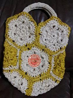 B64:Handmade bag กระเป๋าถัก กระเป๋าถือลายดอกไม้สลับสีสวยงาม สินค้าใหม่ค่ะ