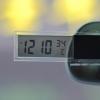 นาฬิกาและที่วัดอุณหภูมิดิจิตอลจิ๋วติดกระจกรถยนต์