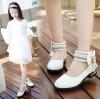 รองเท้าคัชชูเด็กหญิงสีขาว สายรัดประดับเพชร และโบว์มุก