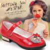 รองเท้าคัชชูเด็กหญิงสีแดง แต่งโบว์เพชร มีสายคาดกันหลุดแบบเมจิกเทป