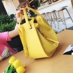 [ Pre-Order Hi-End ] - กระเป๋าแฟชั่นเท่ๆ ถือ/สะพาย สีเหลือง ขนาดกลางเหมาะสำหรับพกพา ดีไซน์สวยเก๋ ดูดี งานหนังคุณภาพ