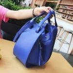 [ Pre-Order Hi-End ] - กระเป๋าแฟชั่นเท่ๆ ถือ/สะพาย สีน้ำเงิน ขนาดกลางเหมาะสำหรับพกพา ดีไซน์สวยเก๋ ดูดี งานหนังคุณภาพ