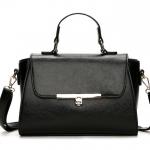 [ พร้อมส่ง ] - กระเป๋าถือ/สะพาย ใบกลางๆ สีดำคลาสสิค ดีไซน์สวยเรียบหรู ดูดี งานหนังมันเงาสวย คุณภาพดีค่ะ