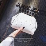 [ พร้อมส่ง ] - กระเป๋าคลัทช์ สะพาย สีขาว ดีไซน์สวยหรู ฟรุ้งฟริ้ง วิ้งค์ๆทั้งใบ ขนาดกระทัดรัด งานสวยมากๆค่ะ