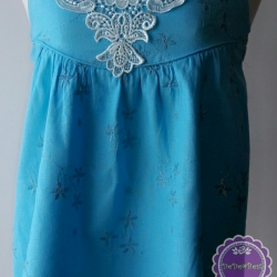 T70:2nd hand top เสื้อสายเดี่ยวสีฟ้า ผ้าฉลุลายดอกไม้