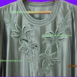 ขายแล้วค่ะ T2:Vintage top เสื้อวินเทจผ้าอัดพรีทเล็กๆ สีเขียวปักลายช่อดอกไม้สวย&#x2764