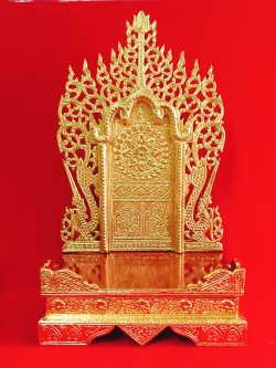 แท่นพระพม่า 15 นิ้ว (ปิดทอง)