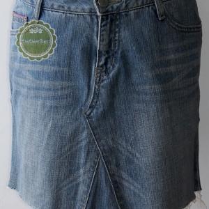 ขายแล้วค่ะ S2:2nd hand skirt กระโปรงยีนส์แต่งขอบด้วยผ้าสีชมพู+ปักลายดอกไม้❤