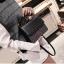 [ พร้อมส่ง ] - กระเป๋าถือ/สะพาย สีดำคลาสสิค วิ้งค์ๆโทนรุ้ง ขนาดกระทัดรัด ดีไซน์สวยเรียบหรู ดูดี งานหนังสวยค่ะ thumbnail 20