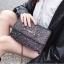 [ พร้อมส่ง ] - กระเป๋าแฟชั่น คลัทช์/สะพาย สีดำรุ้งวิ้งค์ๆ ทรงกล่องสี่เหลี่ยม ขนาดกระทัดรัด ดีไซน์สวยเรียบหรู ดูดี งานสวยค่ะ thumbnail 22