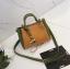 [ พร้อมส่ง ] - กระเป๋าถือ/สะพาย สีทูโทนเหลืองเขียว ใบเล็กกระทัดรัด ตกแต่งโลโก้ F เก๋ๆ ดีไซน์สวยเรียบหรู ดูดี งานหนังคุณภาพดี thumbnail 8