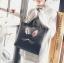 [ พร้อมส่ง - HI-End ] - กระเป๋าสะพายไหล่แฟชั่น สีดำคลาสสิค ใบใหญ่ปักลายน่ารักๆ ทรง Shopping Bag ดีไซน์สวยเรียบหรู ดูดี งานหนังคุณภาพดีมากๆๆ ช่องใส่ของเยอะ thumbnail 4