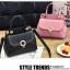 [ พร้อมส่ง ] - กระเป๋าแฟชั่น ถือ/สะพาย สีชมพู ขนาดกระทัดรัด ปักหมุดเท่ๆ ทรงตั้งได้ ดีไซน์สวยเก๋ ดูดี งานหนังสวยมากค่ะ thumbnail 5