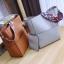 [ พร้อมส่ง ] - กระเป๋าสะพายไหล่แฟชั่น สีน้ำตาลเรโท ทรงถัง + กระเป๋าใบเล็ก 1 ใบ ดีไซน์สวยเรียบหรู ดูดี งานหนังคุณภาพดี พร้อมสายสะพายสุดเก๋ thumbnail 5