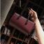 [ พร้อมส่ง ] - กระเป๋าถือ/สะพาย สีไวน์แดง ขนาดกระทัดรัด ดีไซน์สวยเรียบหรู ดูดี งานหนังมันเงาสวย คุณภาพดีค่ะ thumbnail 1
