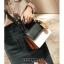 [ พร้อมส่ง ] - กระเป๋าถือ/สะพาย สีทูโทนขาวดำ ทรงกล่องขนาดกระทัดรัด ห้อยป้ายเก๋ๆ ดีไซน์สวยเรียบหรู ดูดี งานหนังคุณภาพดี ช่องใส่ของ 3 ช่อง thumbnail 11