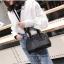 [ พร้อมส่ง ] - กระเป๋าถือ/สะพาย สีดำ ดีไซน์สวยหรู ฟรุ้งฟริ้ง วิ้งค์ๆทั้งใบ ใบกลางๆ ห้อยดาว งานสวยมาก thumbnail 7