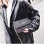 [ พร้อมส่ง ] - กระเป๋าแฟชั่น คลัทช์/สะพาย สีดำรุ้งวิ้งค์ๆ ทรงกล่องสี่เหลี่ยม ขนาดกระทัดรัด ดีไซน์สวยเรียบหรู ดูดี งานสวยค่ะ thumbnail 14