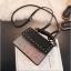 [ พร้อมส่ง ] - กระเป๋าถือ/สะพาย สีดำคลาสสิค วิ้งค์ๆโทนรุ้ง ขนาดกระทัดรัด ดีไซน์สวยเรียบหรู ดูดี งานหนังสวยค่ะ thumbnail 11
