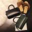 [ พร้อมส่ง ] - กระเป๋าถือ/สะพาย สีเขียวเข้ม ขนาดกระทัดรัด ดีไซน์สวยเรียบหรู ดูดี งานหนังมันเงาสวย คุณภาพดีค่ะ thumbnail 4