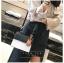 [ พร้อมส่ง ] - กระเป๋าถือ/สะพาย สีทูโทนขาวดำ ทรงกล่องขนาดกระทัดรัด ห้อยป้ายเก๋ๆ ดีไซน์สวยเรียบหรู ดูดี งานหนังคุณภาพดี ช่องใส่ของ 3 ช่อง thumbnail 8