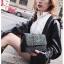 [ พร้อมส่ง ] - กระเป๋าแฟชั่น คลัทช์/สะพาย สีดำรุ้งวิ้งค์ๆ ทรงกล่องสี่เหลี่ยม ขนาดกระทัดรัด ดีไซน์สวยเรียบหรู ดูดี งานสวยค่ะ thumbnail 20