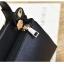 [ พร้อมส่ง ] - กระเป๋าแฟชั่น ถือ/สะพาย สีชาเขียว ขนาดกระทัดรัด ปักหมุดเท่ๆ ทรงตั้งได้ ดีไซน์สวยเก๋ ดูดี งานหนังสวยมากค่ะ thumbnail 13