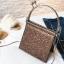 [ พร้อมส่ง ] - กระเป๋าถือ/สะพาย สีเงินวิ้งค์ๆ ขนาดใบเล็กๆ กระทัดรัด ดีไซน์สวยเก๋หัวบิดเปิดกระเป๋า ดูดี งานสวยน่ารักค่ะ thumbnail 10