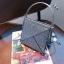[ พร้อมส่ง ] - กระเป๋าถือ/สะพาย สีเงินวิ้งค์ๆ ขนาดใบเล็กๆ กระทัดรัด ดีไซน์สวยเก๋หัวบิดเปิดกระเป๋า ดูดี งานสวยน่ารักค่ะ thumbnail 3