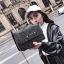 [ พร้อมส่ง ] - กระเป๋าแฟชั่น คลัทช์/สะพาย สีดำรุ้งวิ้งค์ๆ ทรงกล่องสี่เหลี่ยม ขนาดกระทัดรัด ดีไซน์สวยเรียบหรู ดูดี งานสวยค่ะ thumbnail 10
