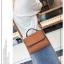 [ พร้อมส่ง ] - กระเป๋าถือ/สะพาย สีน้ำตาลเรโทร ขนาดกระทัดรัด ดีไซน์สวยเรียบหรู ดูดี งานหนังแบบด้าน คุณภาพดีค่ะ thumbnail 5