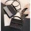 [ พร้อมส่ง ] - กระเป๋าถือ/สะพาย สีดำคลาสสิค วิ้งค์ๆโทนรุ้ง ขนาดกระทัดรัด ดีไซน์สวยเรียบหรู ดูดี งานหนังสวยค่ะ thumbnail 8