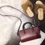 [ พร้อมส่ง ] - กระเป๋าถือ/สะพาย สีไวน์แดง ขนาดกระทัดรัด ดีไซน์สวยเรียบหรู ดูดี งานหนังมันเงาสวย คุณภาพดีค่ะ thumbnail 6