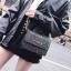 [ พร้อมส่ง ] - กระเป๋าแฟชั่น คลัทช์/สะพาย สีดำรุ้งวิ้งค์ๆ ทรงกล่องสี่เหลี่ยม ขนาดกระทัดรัด ดีไซน์สวยเรียบหรู ดูดี งานสวยค่ะ thumbnail 1
