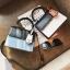 [ พร้อมส่ง ] - กระเป๋าถือ/สะพาย สีทูโทนขาวดำ ทรงกล่องขนาดกระทัดรัด ห้อยป้ายเก๋ๆ ดีไซน์สวยเรียบหรู ดูดี งานหนังคุณภาพดี ช่องใส่ของ 3 ช่อง thumbnail 3