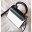 [ พร้อมส่ง ] - กระเป๋าถือ/สะพาย สีทูโทนขาวดำ ทรงกล่องขนาดกระทัดรัด ห้อยป้ายเก๋ๆ ดีไซน์สวยเรียบหรู ดูดี งานหนังคุณภาพดี ช่องใส่ของ 3 ช่อง thumbnail 20