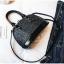 [ พร้อมส่ง ] - กระเป๋าถือ/สะพาย สีดำ ดีไซน์สวยหรู ฟรุ้งฟริ้ง วิ้งค์ๆทั้งใบ ใบกลางๆ ห้อยดาว งานสวยมาก thumbnail 12
