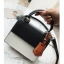 [ พร้อมส่ง ] - กระเป๋าถือ/สะพาย สีทูโทนขาวดำ ทรงกล่องขนาดกระทัดรัด ห้อยป้ายเก๋ๆ ดีไซน์สวยเรียบหรู ดูดี งานหนังคุณภาพดี ช่องใส่ของ 3 ช่อง thumbnail 13