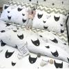 ผ้าปูที่นอน ลายการ์ตูนหน้าแมว ลายหยัก พื้นสีขาว