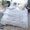 ผ้าปูที่นอนลายเส้น ลายเส้น สีขาว-เทา