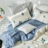 ผ้าปูที่นอน ลายสวยสวย สีครีม-ฟ้า ลายจุด