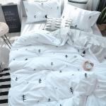 ผ้าปูที่นอนลายต้นสน สีขาว-เทา