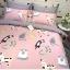 ผ้าปูที่นอน ลายการ์ตูนแมว หัวใจ สีชมพู-เทา thumbnail 3